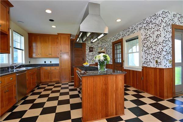 Luxury properties DIRECT OCEANFRONT WITH BEACH in Rhode Island