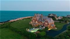 Mansions in the perfect coastal retreat in Rhode Island