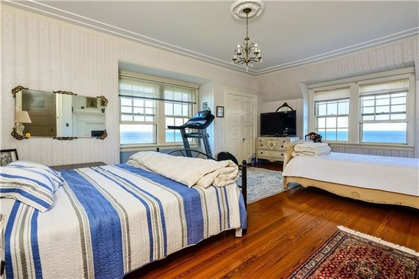 the perfect coastal retreat in Rhode Island mansions