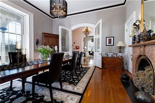 Luxury properties Charming estate in MIDDLETOWN