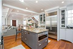 Luxury homes in reminiscent of luxury yacht