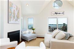 Luxury homes in spectacular views of the Atlantic Ocean