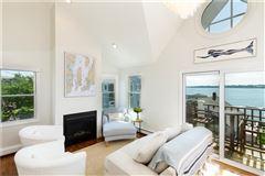 Mansions in spectacular views of the Atlantic Ocean