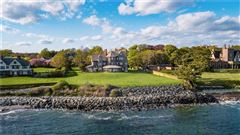 Mansions in an iconic oceanfront estate