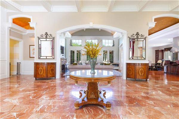 Luxury homes  Elegant and welcoming Residence