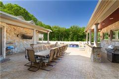 Elegant and welcoming Residence luxury properties