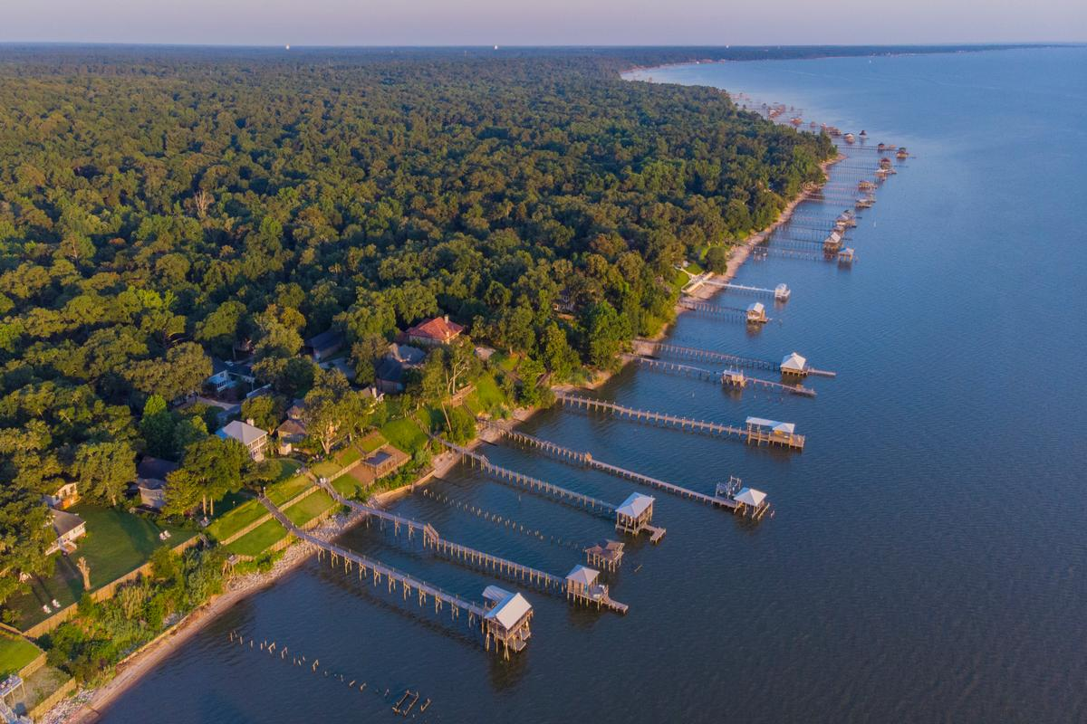 Luxury homes in Classic Southern Bayfront