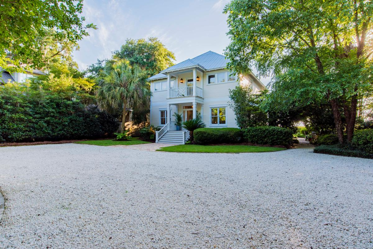 Mansions in Classic Southern Bayfront