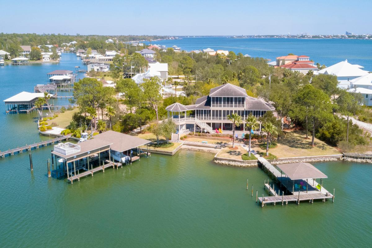Luxury real estate Peninsula Luxury Living