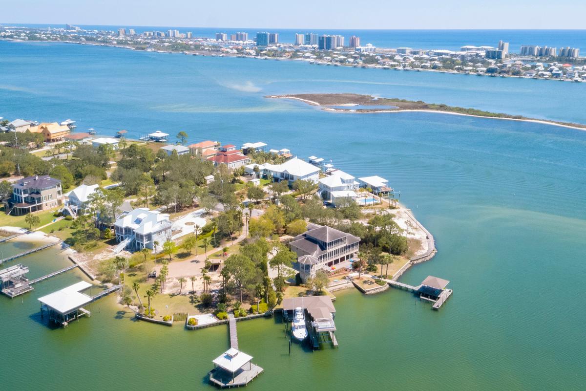 Luxury homes Peninsula Luxury Living