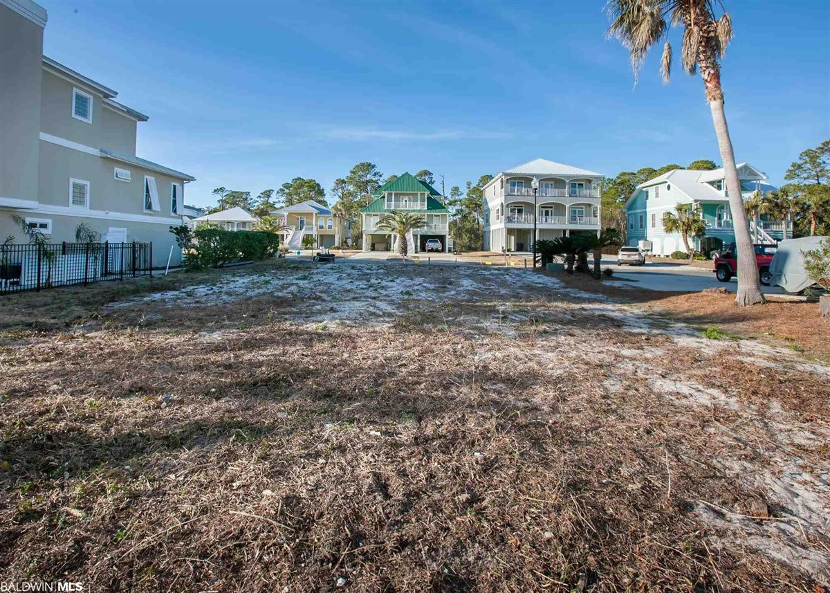 Luxury properties WATERFRONT LIVING AT ITS BEST
