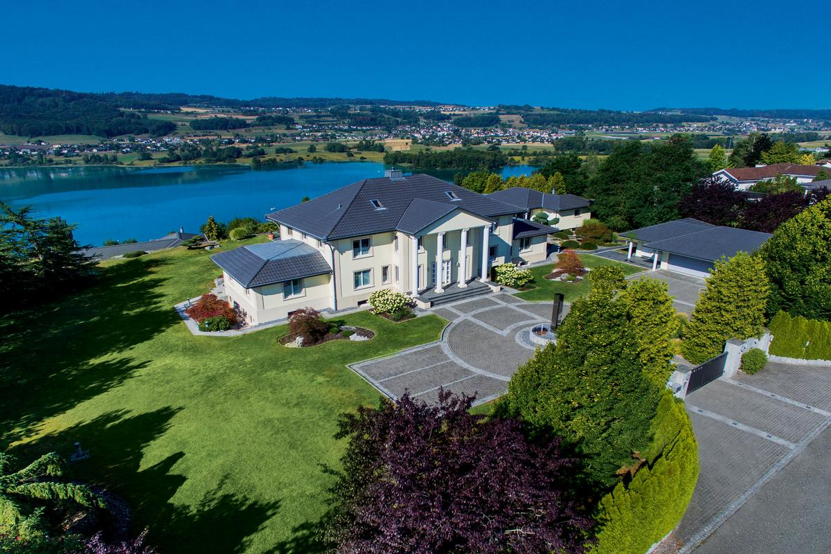 Spectacular Estate with Pool and amazing lake view mansions