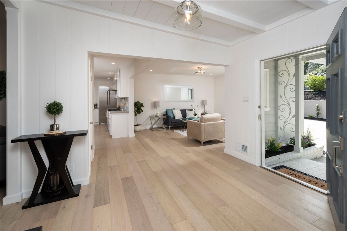 Luxury homes Gorgeously remodeled in prestigious location