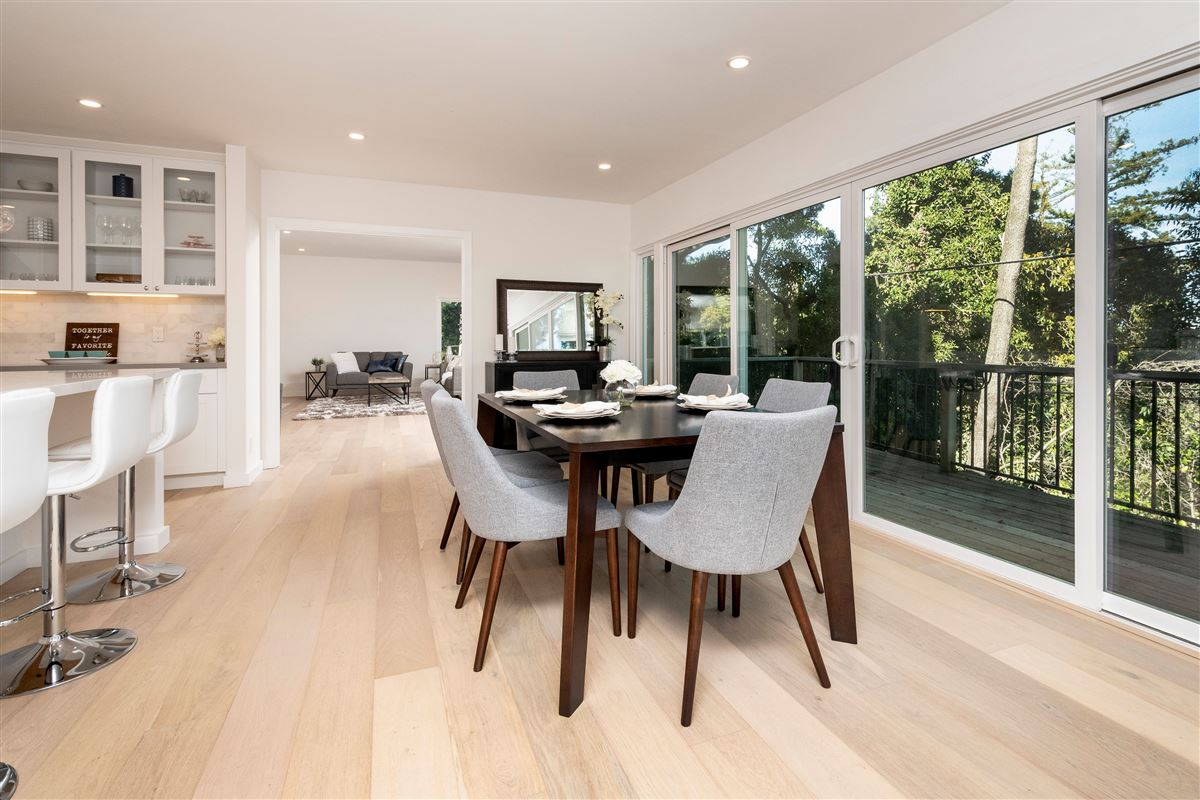 Mansions Gorgeously remodeled in prestigious location