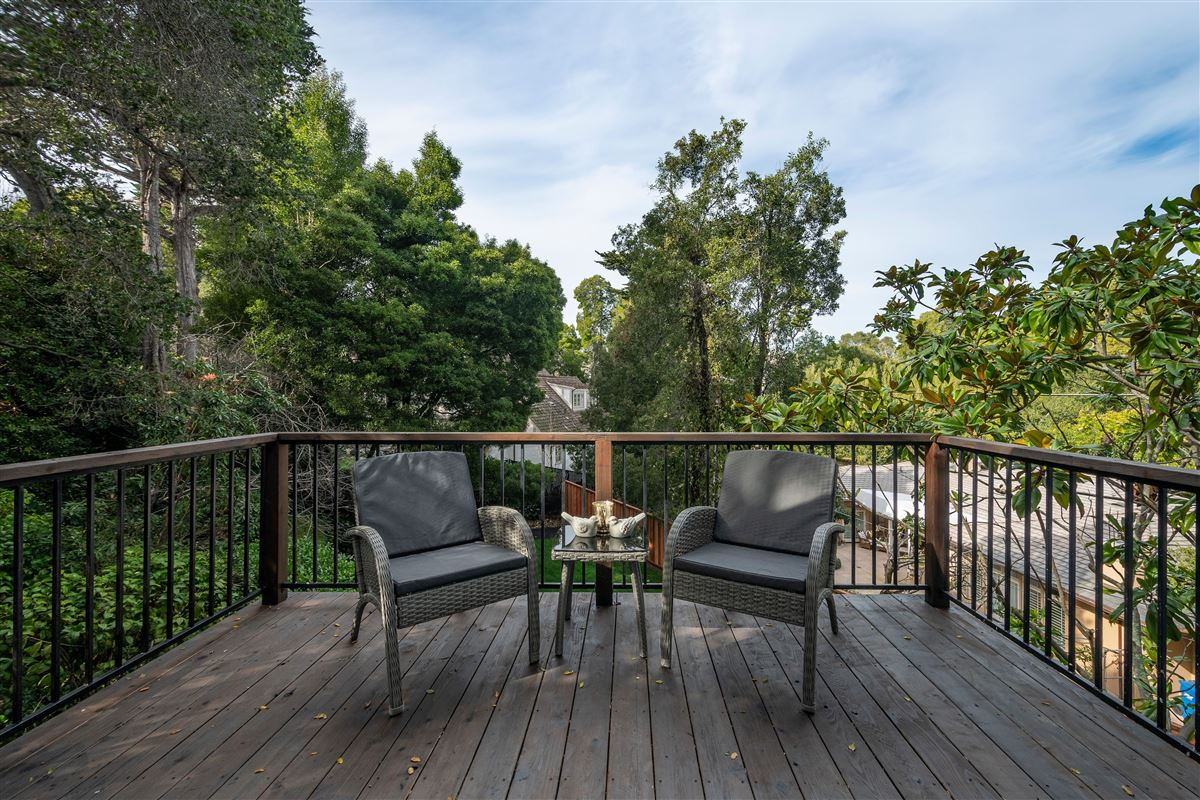 Gorgeously remodeled in prestigious location mansions