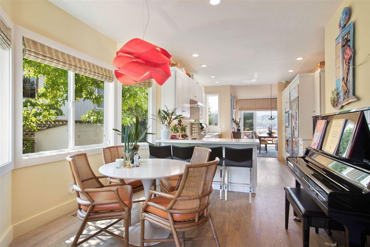 Luxury homes elegant home with incredible water views