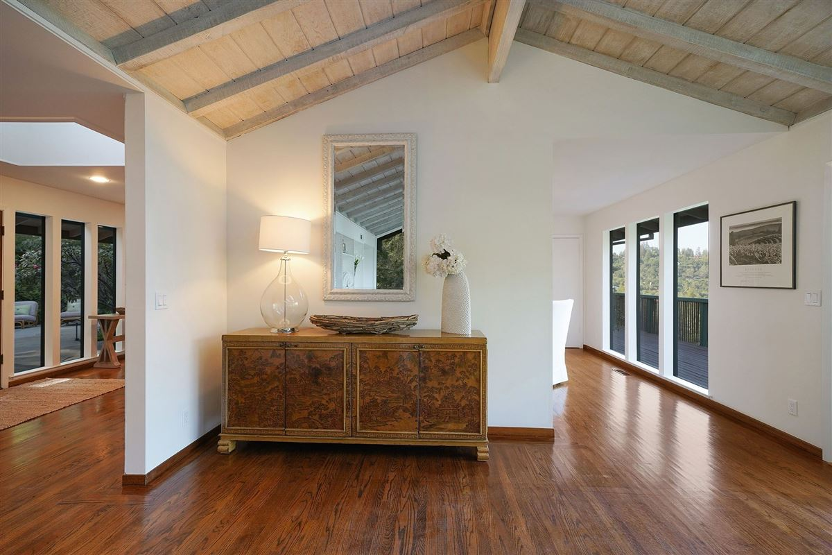 Mid-Century Modern Kent Woodlands home luxury properties