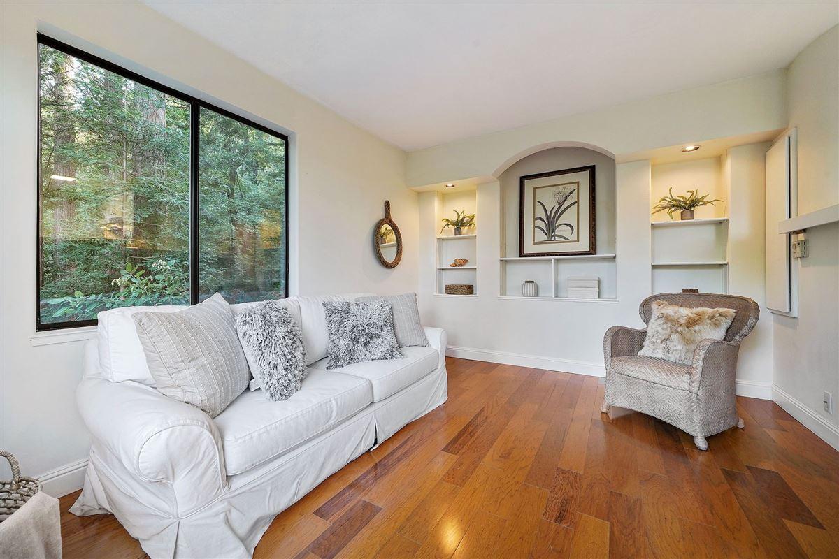 Luxury properties Mid-Century Modern Kent Woodlands home