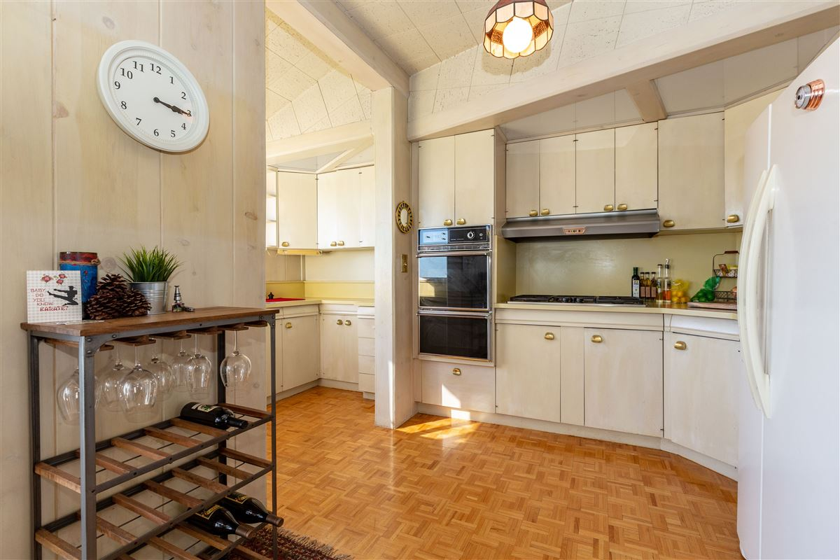 sweeping views from east bay to Sutro Tower luxury properties