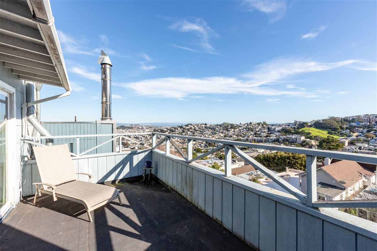 Mansions in sweeping views from east bay to Sutro Tower