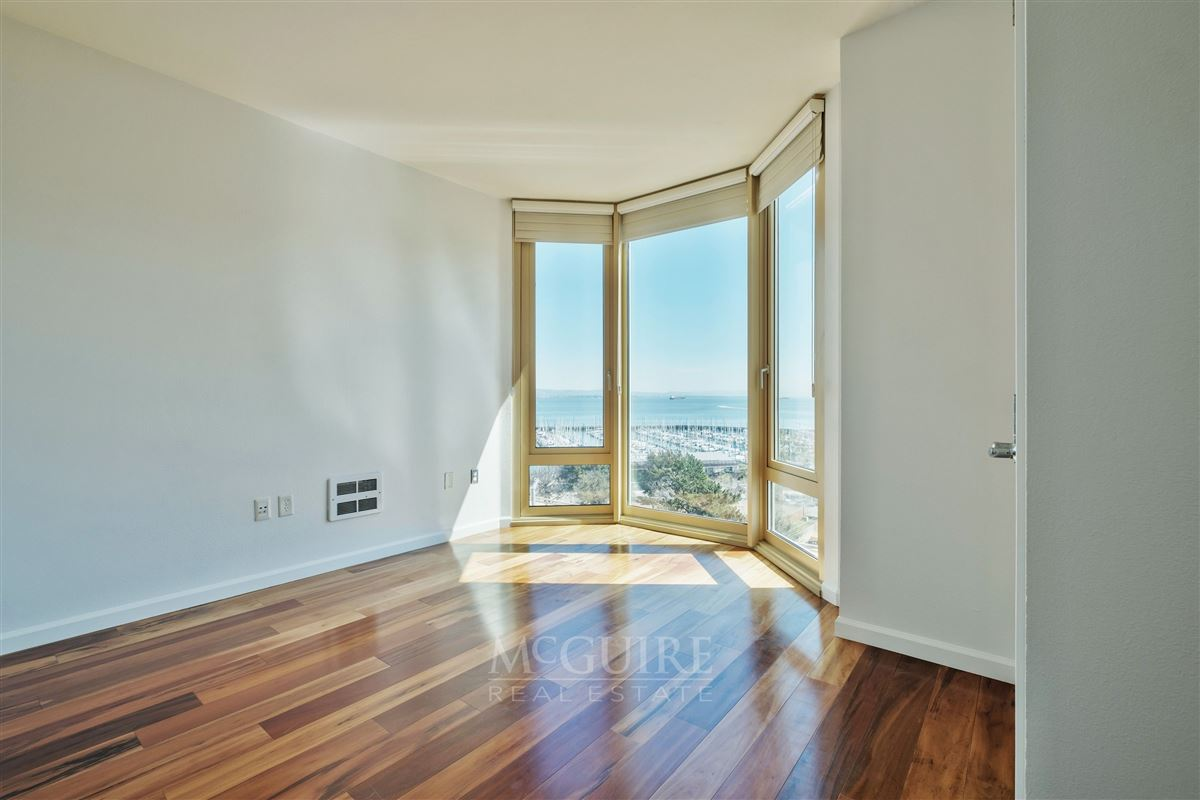 Stunning South Beach Luxury Top Floor Waterfront Condo mansions