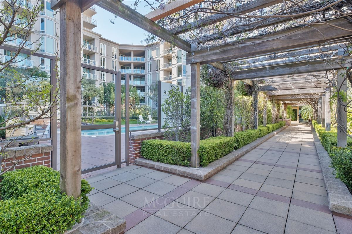 Mansions in Stunning South Beach Luxury Top Floor Waterfront Condo