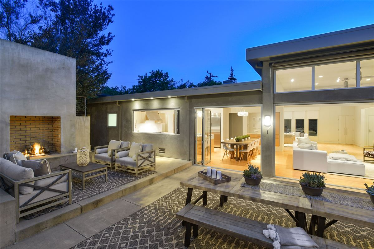 Mansions beautifully updated Piedmont home
