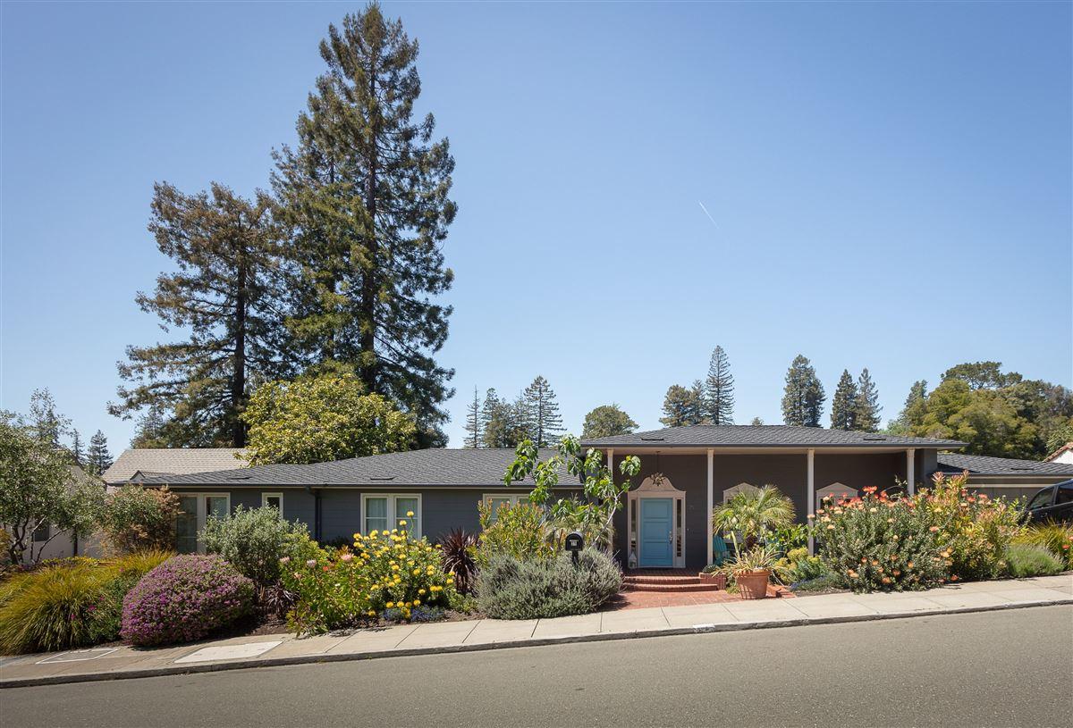Luxury properties captivating modern dream home