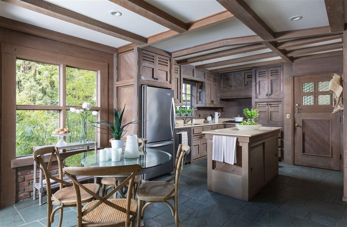 Luxury homes Gracious Costigan home