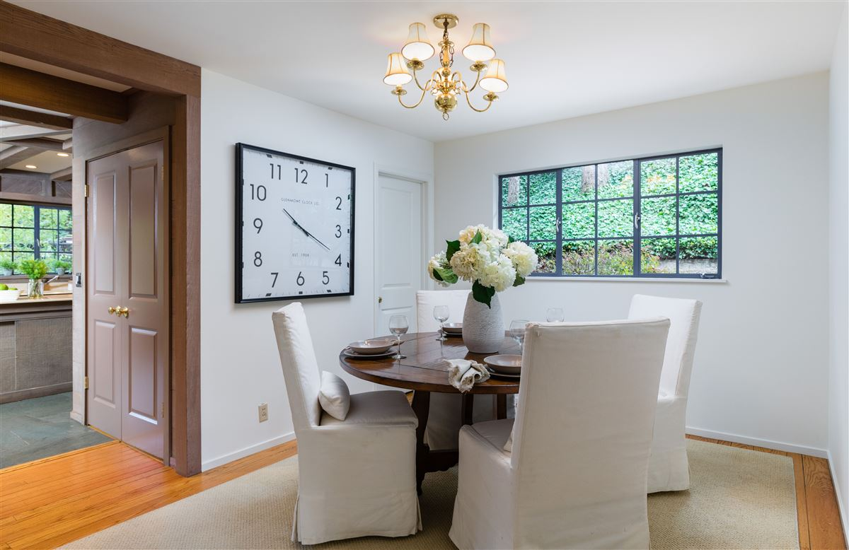 Luxury real estate Gracious Costigan home