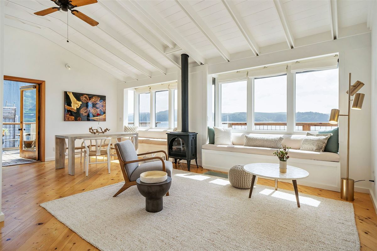 Luxury real estate delightful home on Tomales Bay