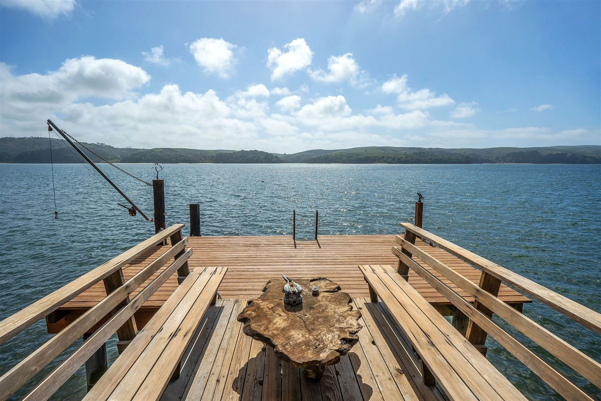 Luxury homes delightful home on Tomales Bay