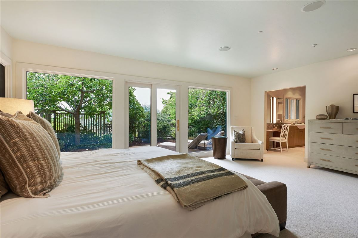 Luxury homes in unrivaled views of the San Francisco Bay