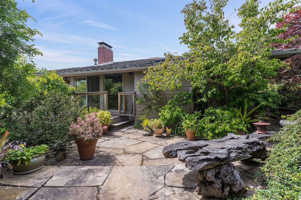 Luxury homes unrivaled views of the San Francisco Bay