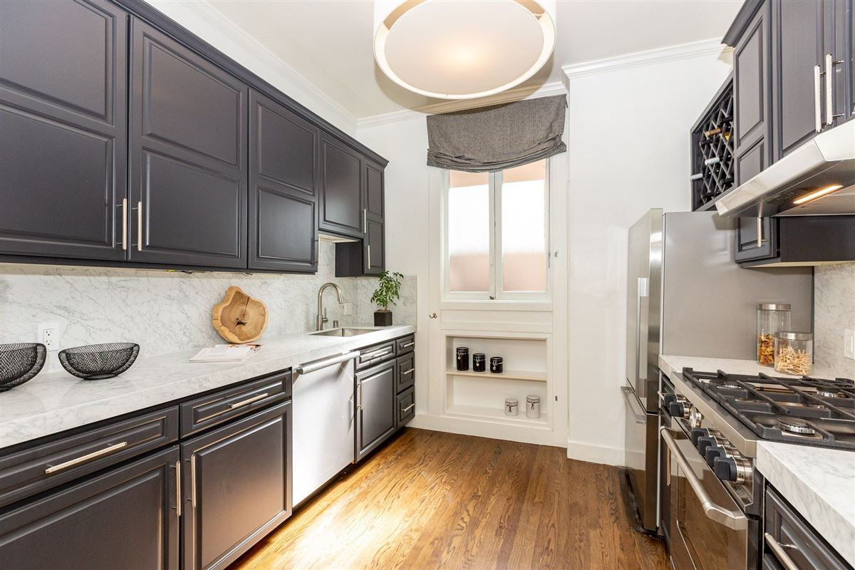 Luxury properties Remarkable condo with great features