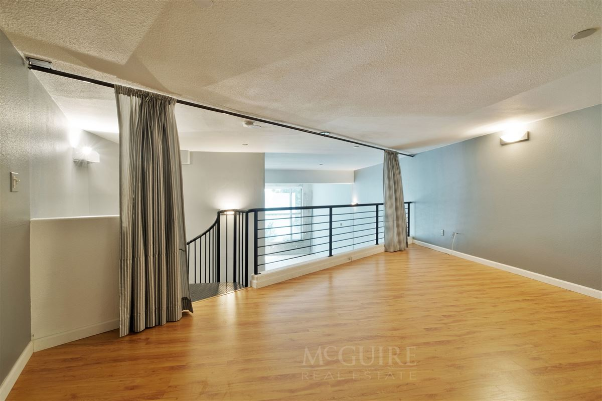 Spacious Conversion Loft with Flexible floorplan mansions