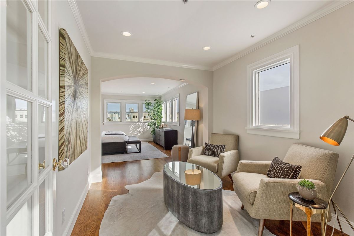 Mansions in beautiful condo on premier street