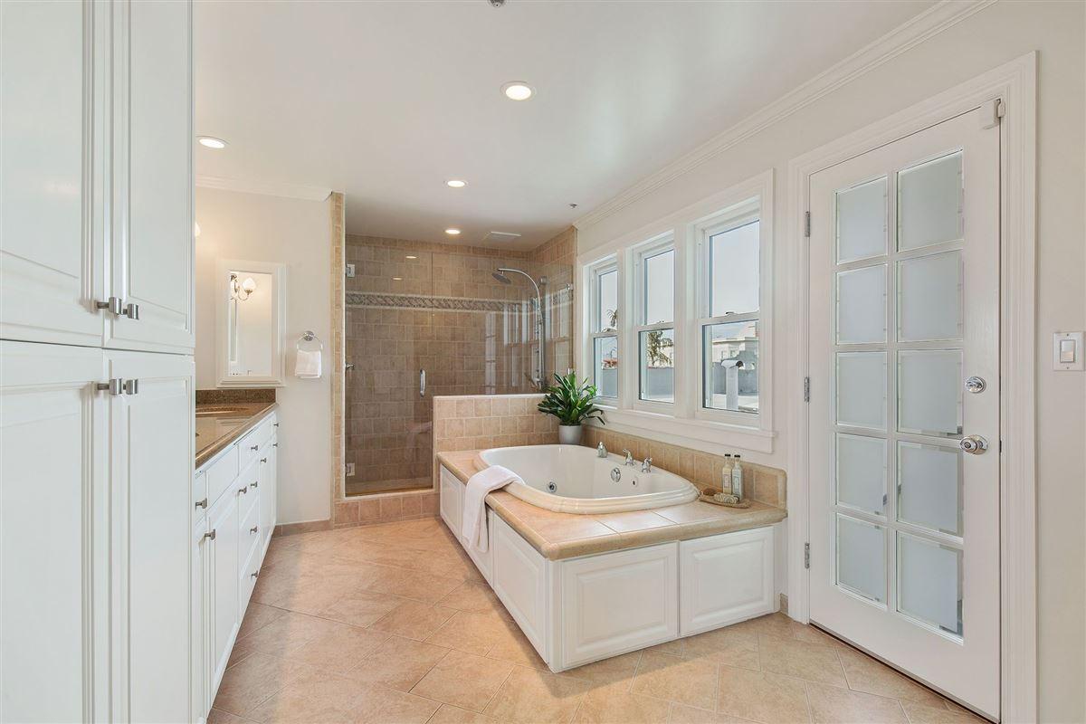 beautiful condo on premier street luxury homes