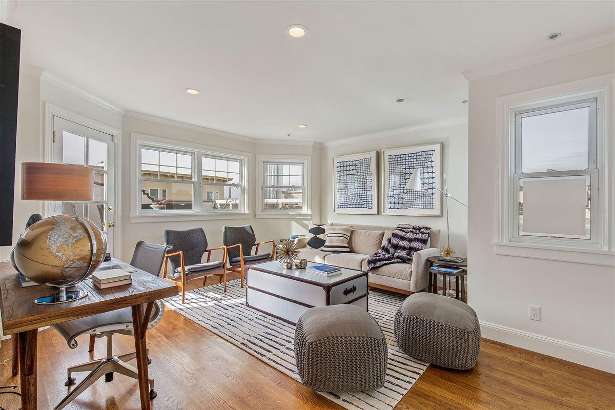 beautiful condo on premier street luxury properties