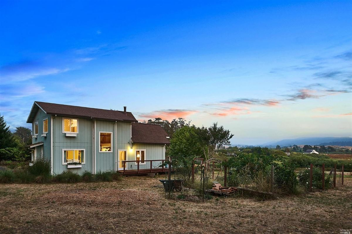 Luxury homes home On the desirable mesa in Point Reyes Station