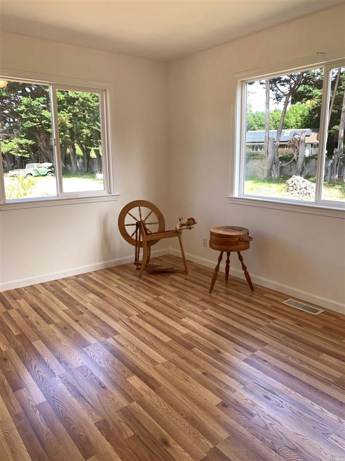 Luxury real estate home On the desirable mesa in Point Reyes Station