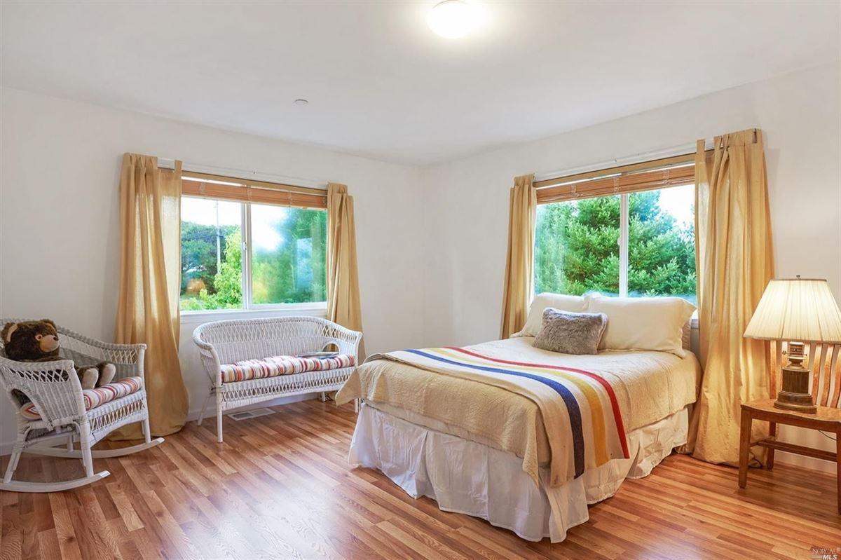 Luxury properties home On the desirable mesa in Point Reyes Station