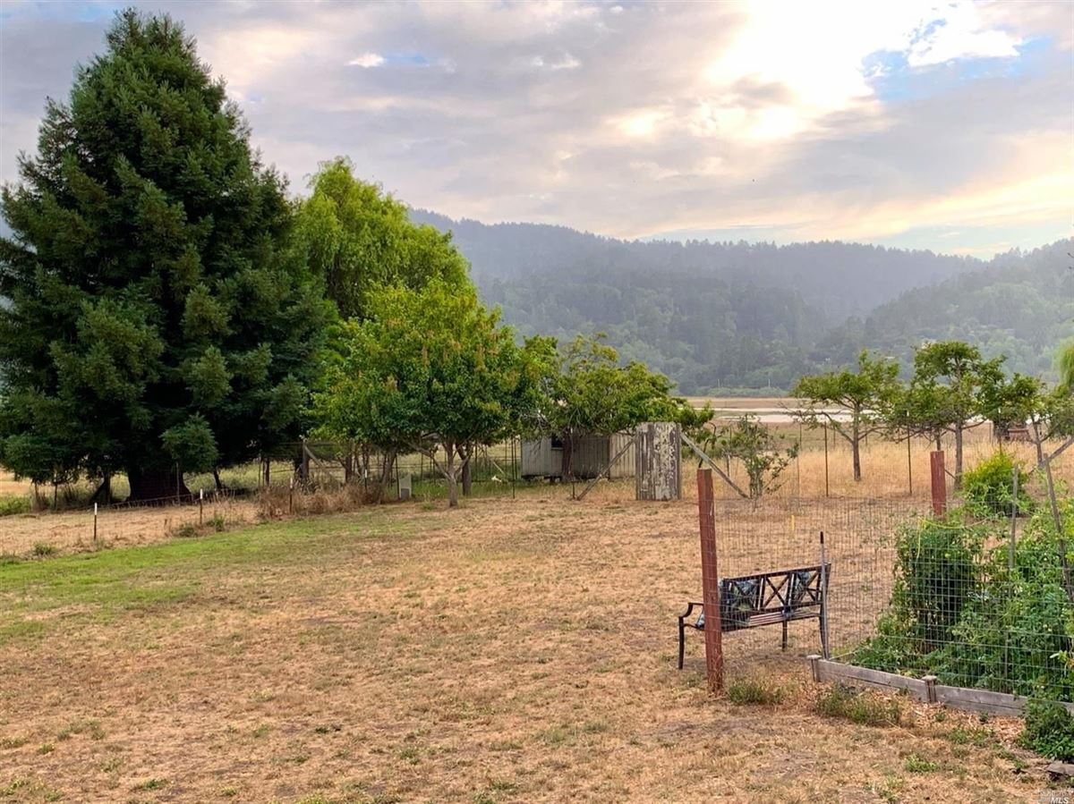 Luxury homes in home On the desirable mesa in Point Reyes Station