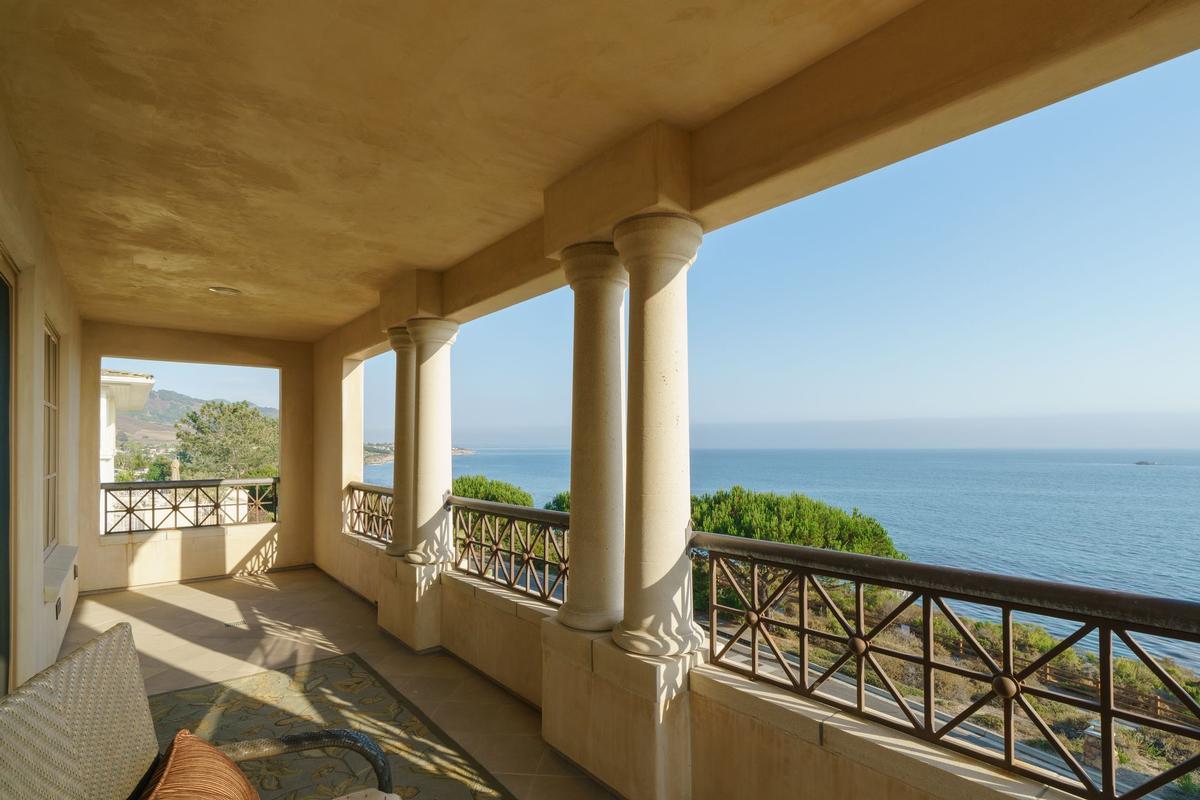 Stunning Oceanfront Estate luxury properties