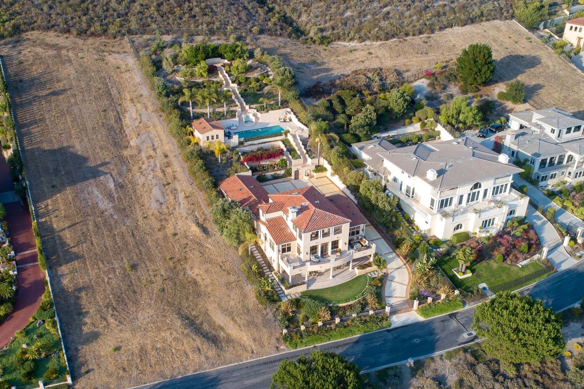 Mansions in Stunning Oceanfront Estate