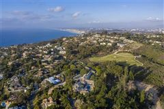 the largest buildable residential site in picturesque La Jolla mansions