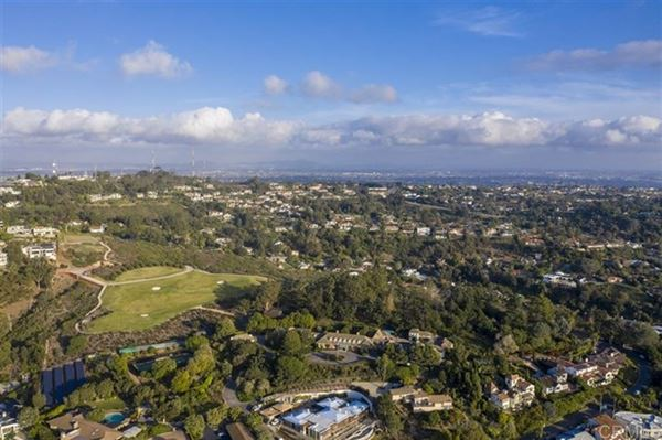 Luxury properties the largest buildable residential site in picturesque La Jolla