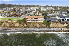 Luxury homes in tremendous oceanfront opportunity