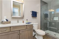 Mansions in lovely OceanViewhome on a quiet cul-de-sac location