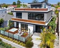 Meticulously designed contemporary duplex in Crown Point mansions